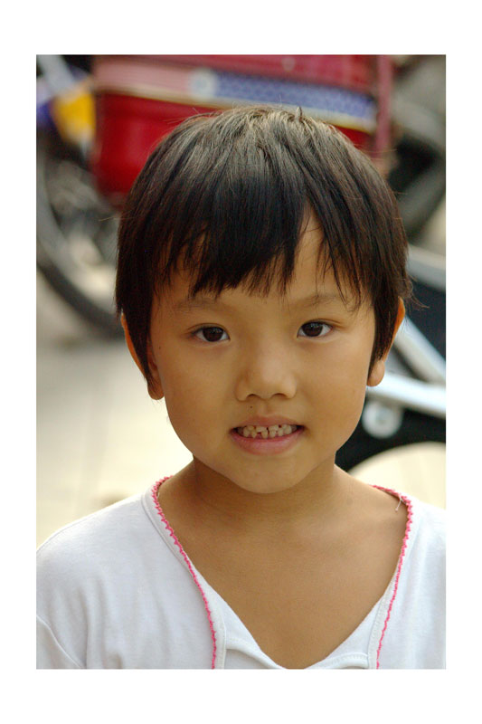 Huang Jingliang, 6 year old girl